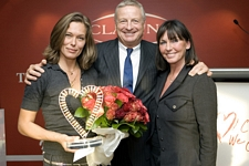 french Valeurs Actuelles 24. Nov. 2006 - Clarins award by Helle Moos